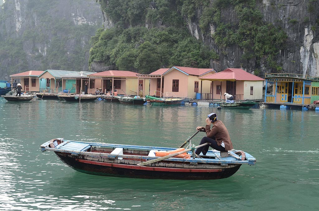 halong bay floating village vietnam