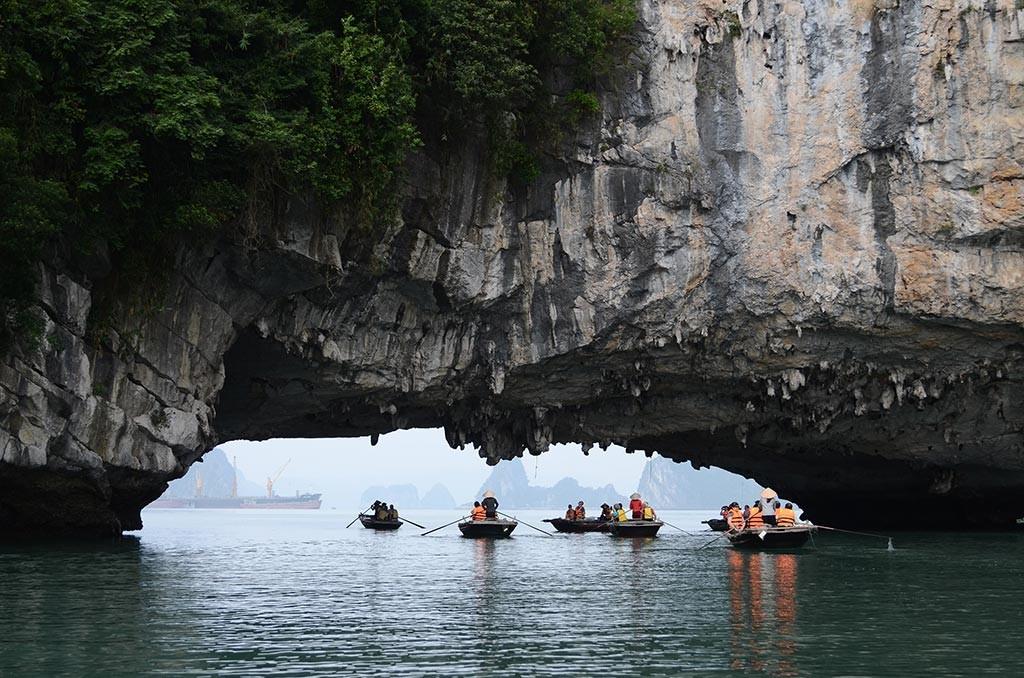 vung vieng circle cave in vietnam