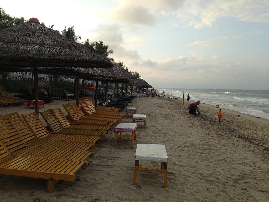 vietnam hoi an beach