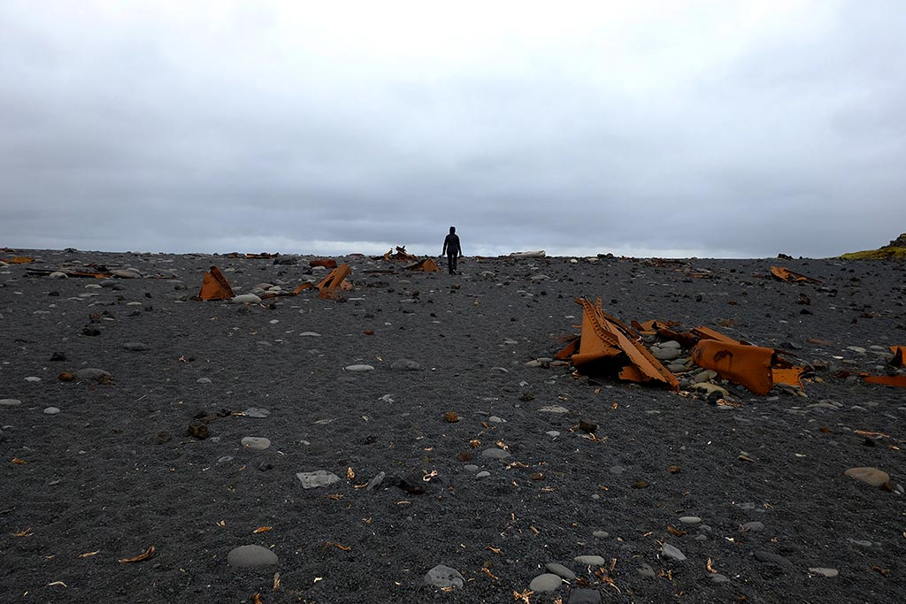 1948 Mart'ında dev gelgit dalgalarıyla sahile vuran trol gemisinin kalıntısı orjinal yeri bozulmadan saklanıyor