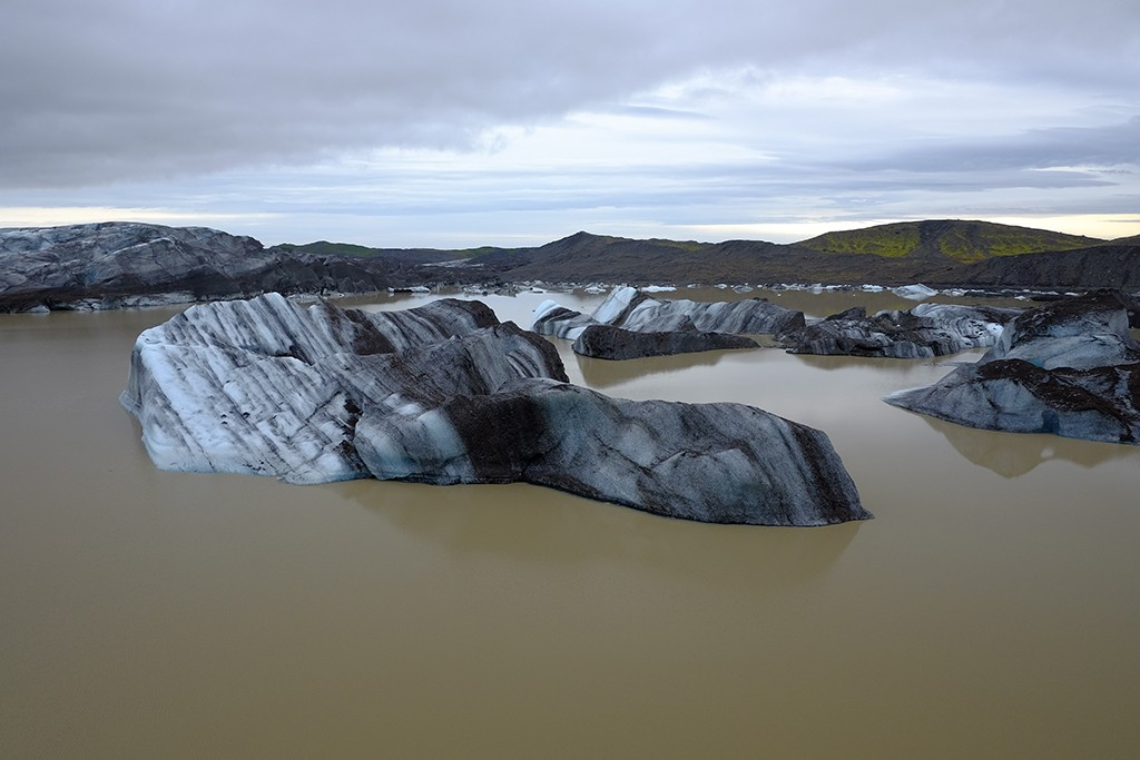 skaftafell kas brown water and huge ices in south iceland