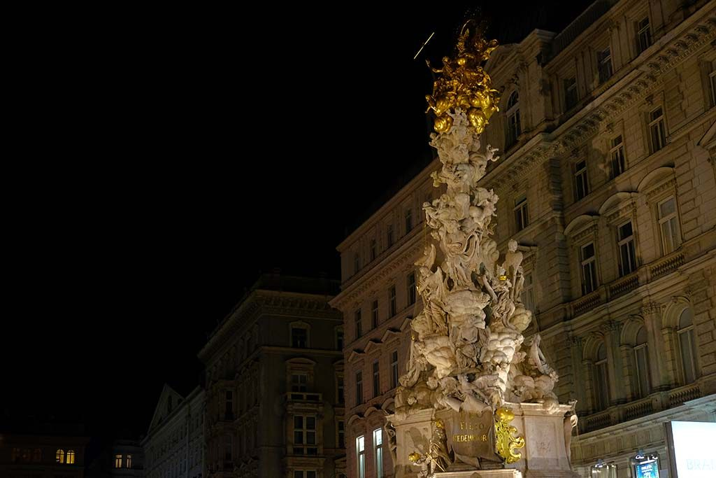 plague monument in vienna