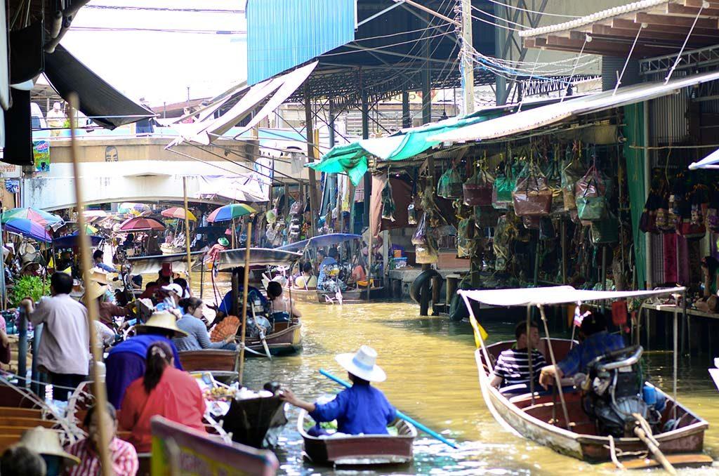 bangkok da alışveriş, bangkok da gezilecek yerler, bangkok da ne yapılır, bangkok da ne yenir, bangkok da nerede kalınır, bangkok gece hayatı, bangkok gezi, bangkok gezi rehberi, bangkok otelleri, bangkok tatili, bangkok turları, bangkok turu, istanbul bangkok, tayland gezisi, tayland seyahat, tayland turu, tayland yemekleri, uzak doğu gezileri, uzak doğu turu, uzakdoğu tatil, uzakdoğu tur, uzakdoğu turlar, floating market, yüzen pazar